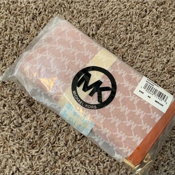 Michael Kors Handbags - Michael Kors Mercer Wallet
